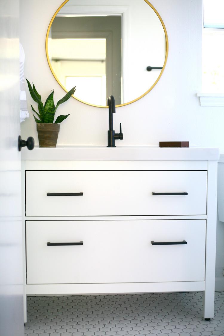 ikea hemnes sink cabinet bathroom vanity hack daniela pluviati home staging. Black Bedroom Furniture Sets. Home Design Ideas