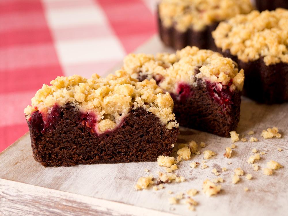 Himbeer-Brownies mit Streuseln
