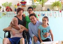Entrega de silla de ruedas en Col. Salvador Alvarado