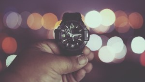 watch-932814_1280