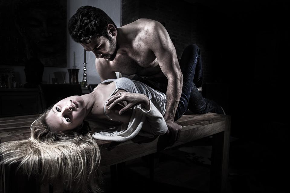 Pärchen bei sich zu Hause - erotisch und sinnlich