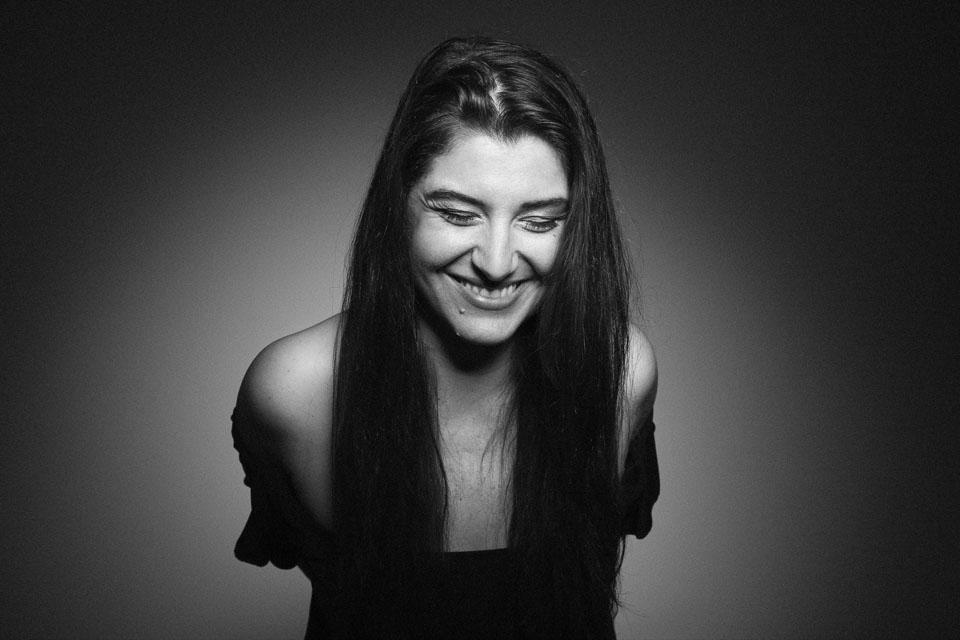 Studio Portrait einer Frau, lachend