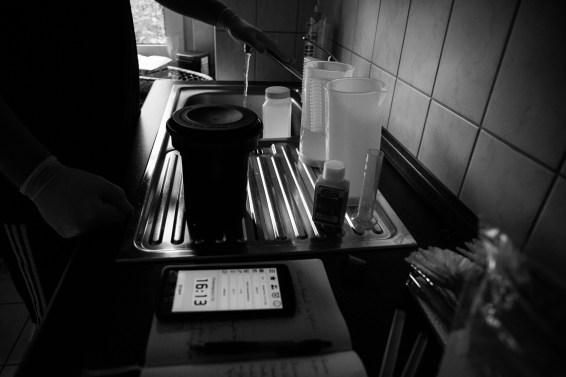 Dokumentation einer Entwicklung eines Kodak TRI-X 400 in der Küche