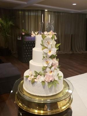 Gâteau de anniversaire - montreal - quebec - Anniversary - cake - Gâteau de fête - Party cake - Gateau personalise sur mesure customisé - custom cake - etage layers sugar flower fleur de sucre pearls perles