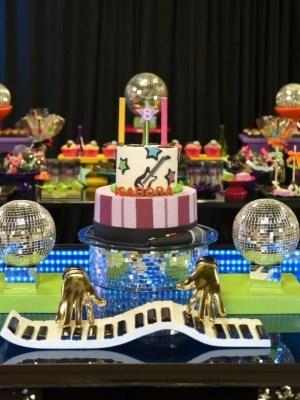 Gâteau de anniversaire - montreal - quebec - Anniversary - cake - Gâteau de fête - Party cake - Gateau personalise sur mesure customisé - custom cake - music musical chanson - etage layers