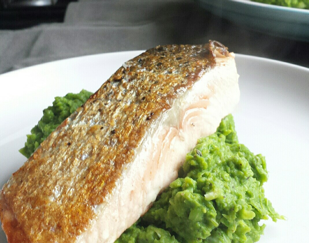 pan fried salmon fillet and pea puree