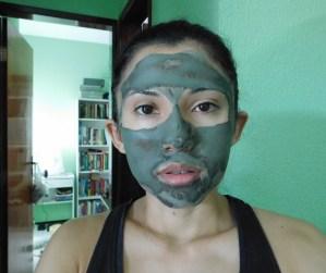 máscara de argila quase seca