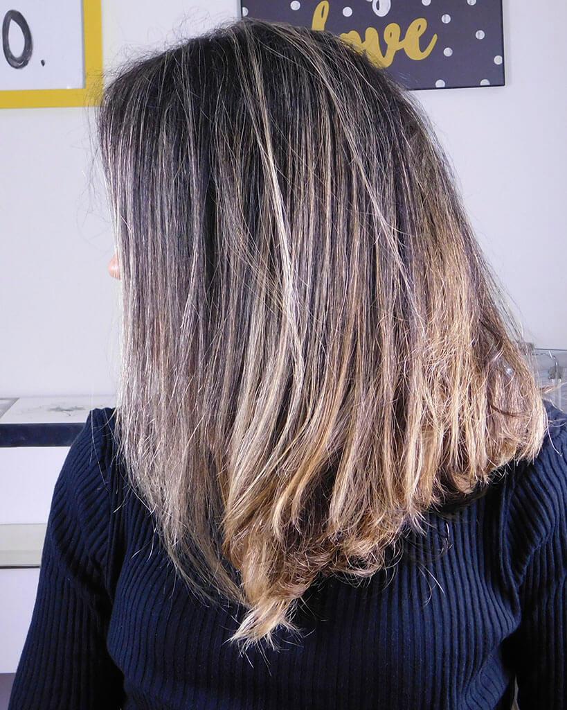 lateral dos meus cabelos com a linha liso, leve and solto
