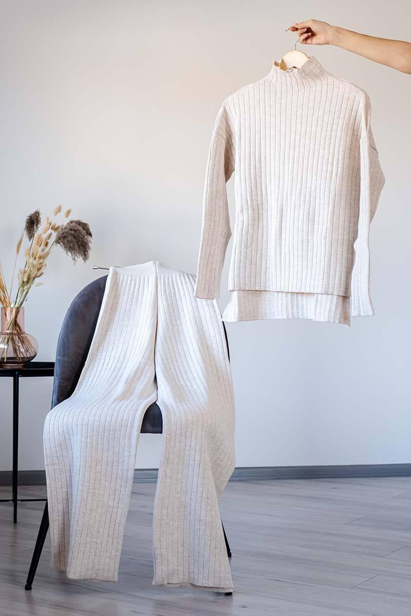 conjunto de malha confortável na cor branco gelo
