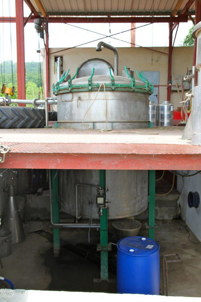 Duft-Reisende – Die große Destille in Gesamtansicht