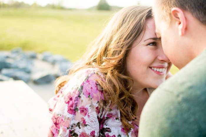 bells-mill-park-outdoor-spring-photoshoot-engagement-photography-photographer-chesapeake-virginia-north-carolina-va-sc-outdoor-field-natural-candid-wedding-56