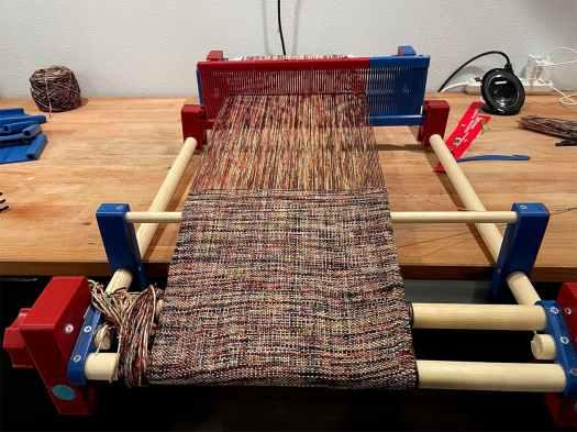 weaving on the 3d printed loom