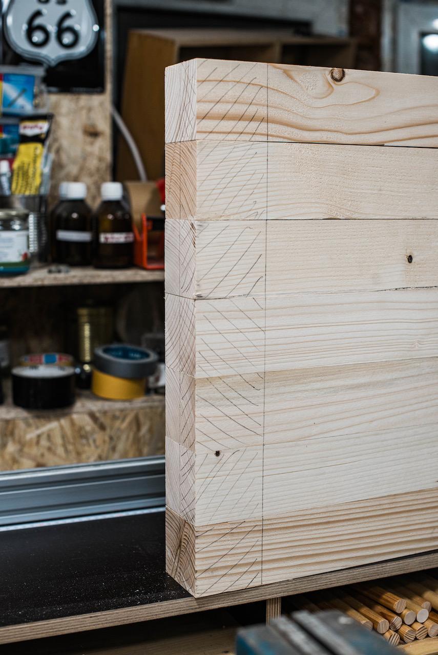 Angezeichnete Holzbalken