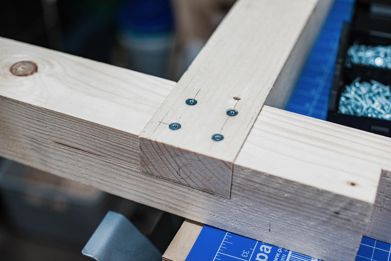 Montage der Seitenelemente für das Untergestell