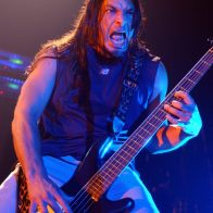 Robert Trujillo et Metallica en concert au Bataclan