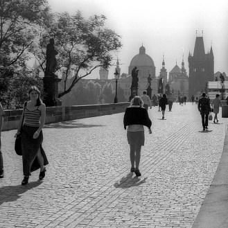 Le Pont Charles à Prague en Tchécoslovaquie