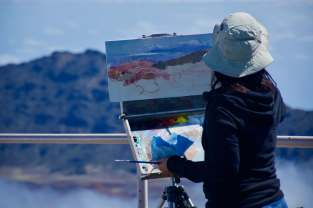 Maryland oil painter, Hiu Lai Chong, paints the Haleakalā Crater in Maui, HI
