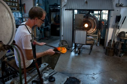 Christopher Richards, glass artist at Hot Island Glass in Makawao (Maui), patiently creates a colourful piece...