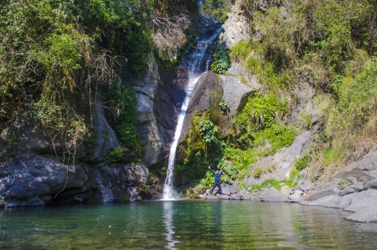 Posing with Payogpog Falls, Shilan, La Trinidad, Benguet.