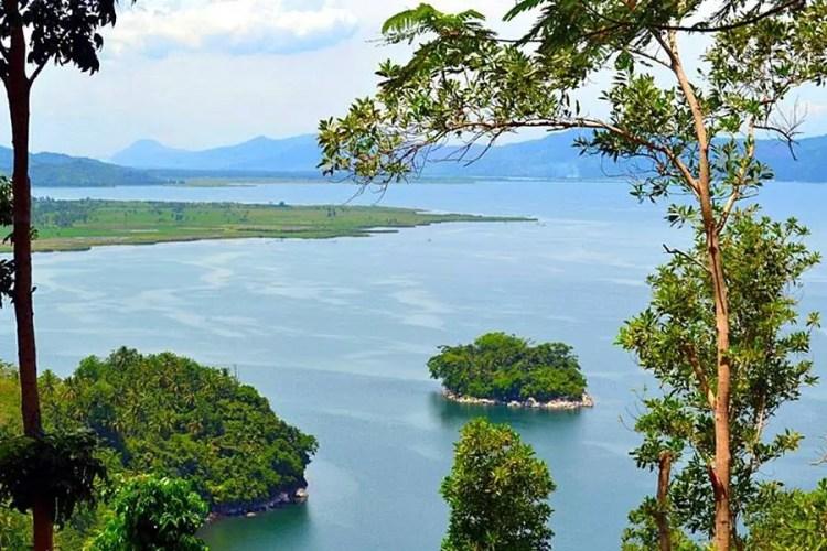 Lake Mainit is one of Surigao Del Norte tourist spots