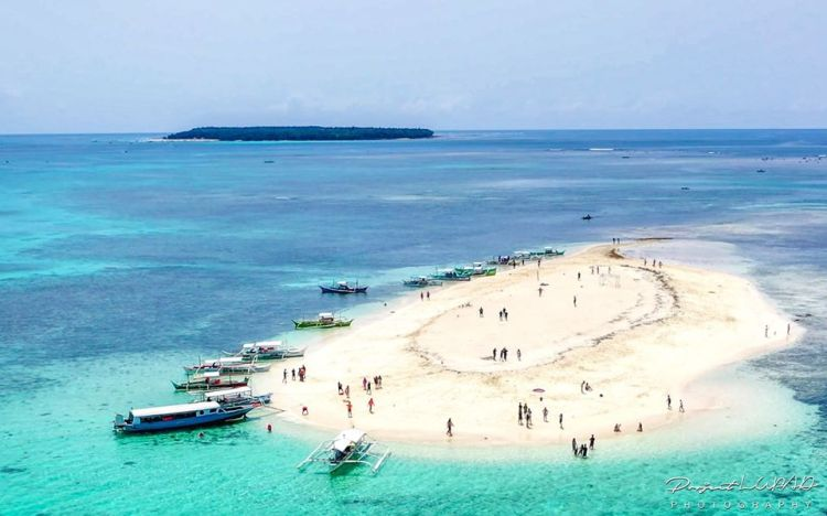 Naked Islands is one of the tourist spots in Surigao Del Norte.