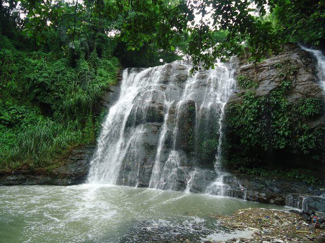 Hinulugang Taktak Falls is one of the top tourist spots/destinations in Rizal Province.