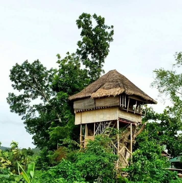 Kapusod Treehouse is one of the famous tourist spots/attractions in Batangas province.