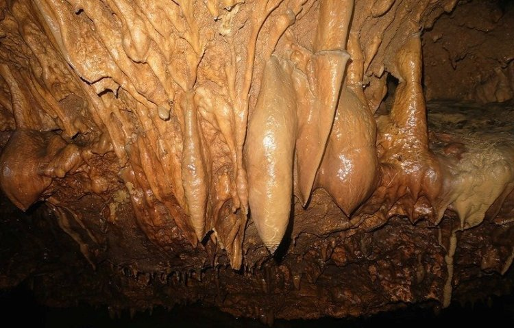 Maanghit Cave is one of the best Antique tourist spot
