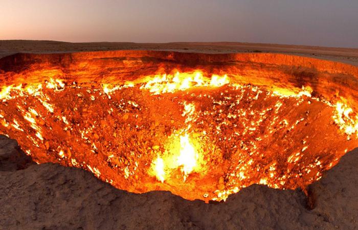 crater-of-fire-derweze-turkmenistan