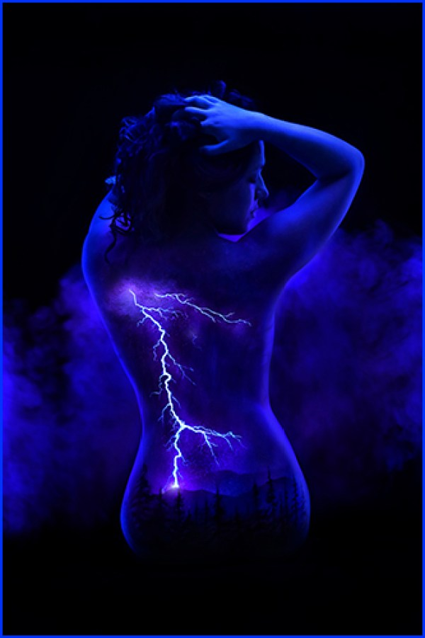 Beautiful fluorescent bodyscapes painted on female models