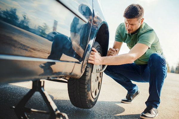 10 things women expect men to know: Change a tire