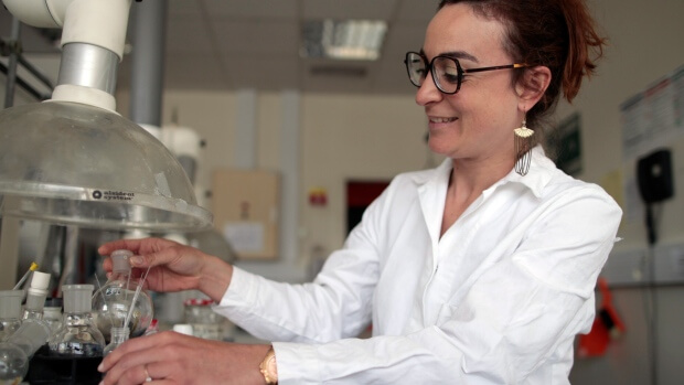 University of Le Havre researcher replicating scent