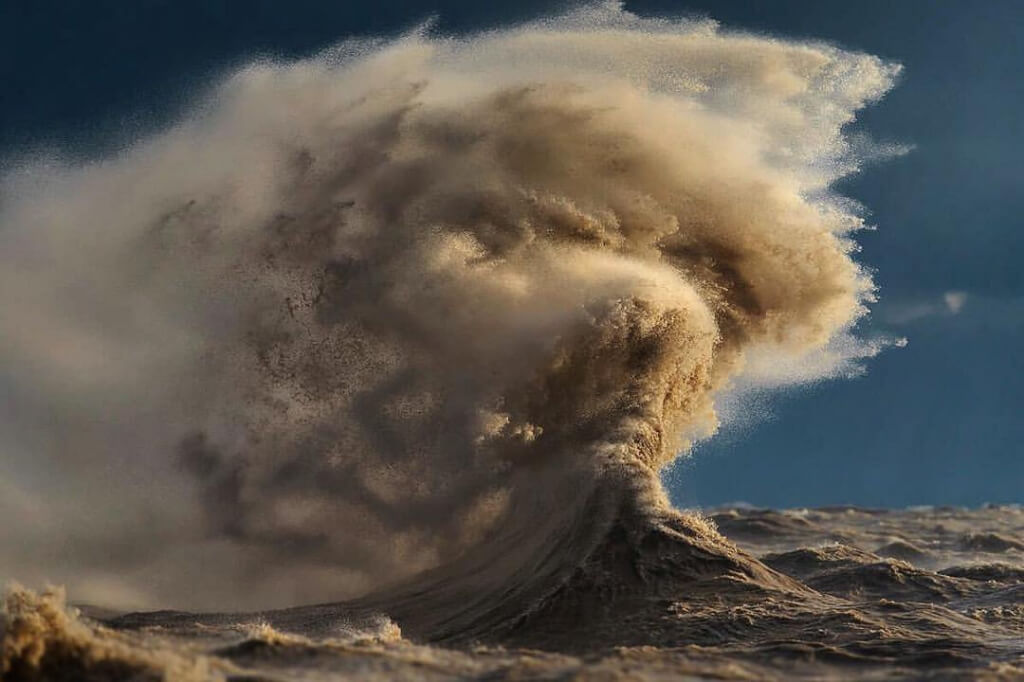 Lake Erie's liquid mountains as photographed by Dave Sandford