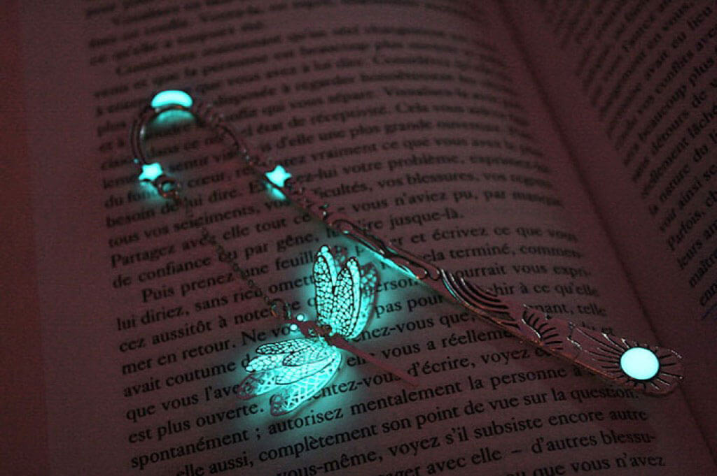 Glow-in-the-dark bookmarks by Manon Richard