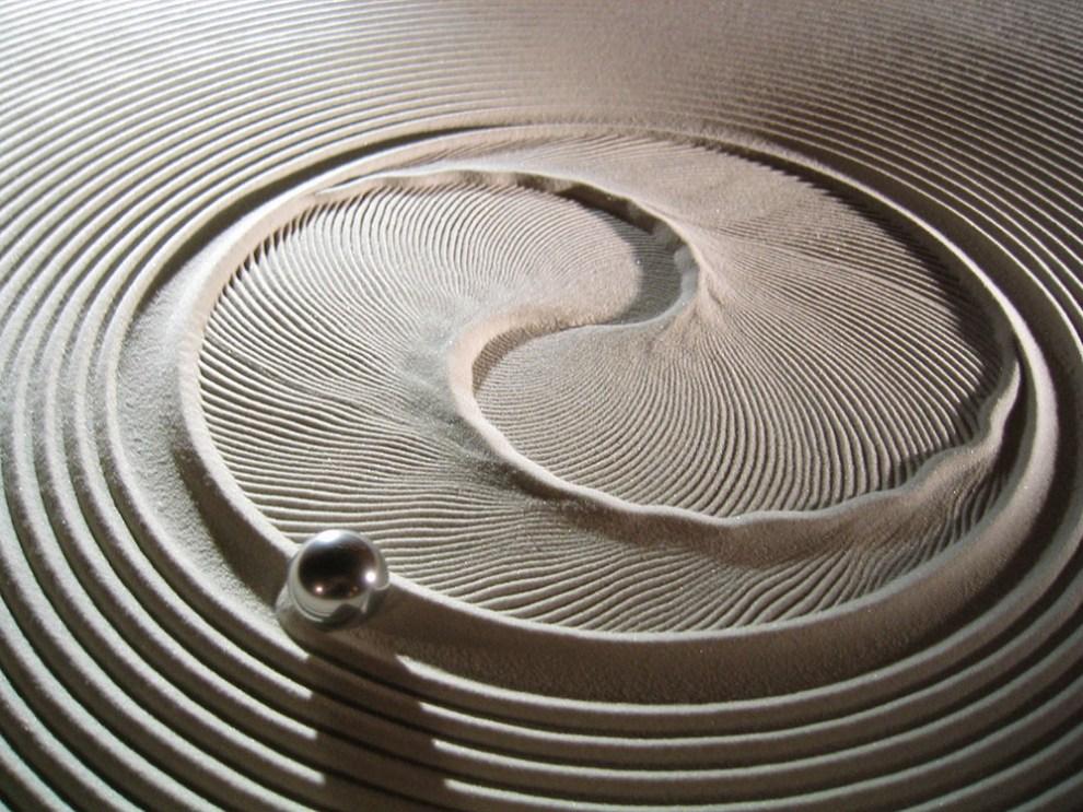 sisyphus-kinetic-sand-drawing-tables-5