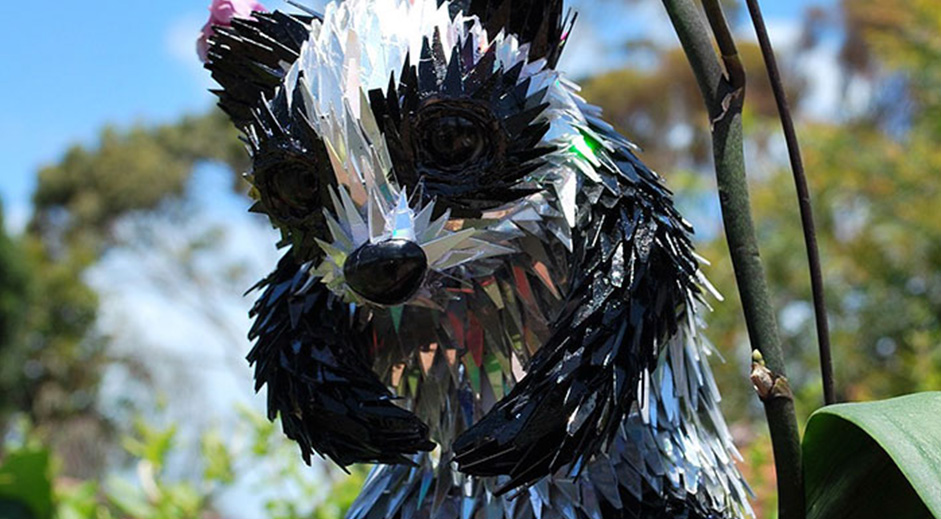 Artist turns old CDs Into amazing animal sculptures