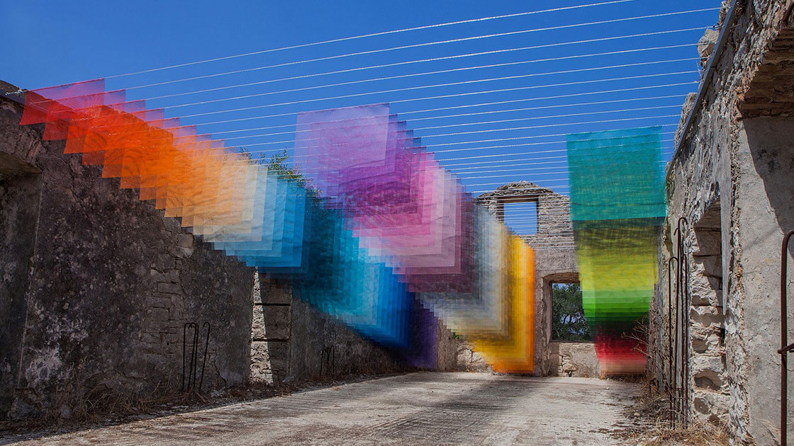 Art installations appears like pixelated Photoshop effects | Daniel