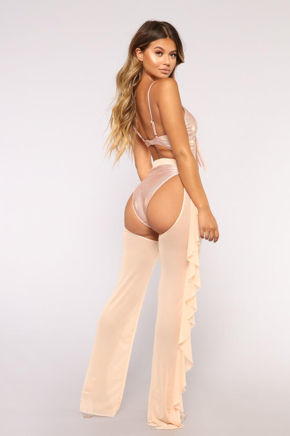 People seem to love the new butt-baring pants that are basically assless chaps