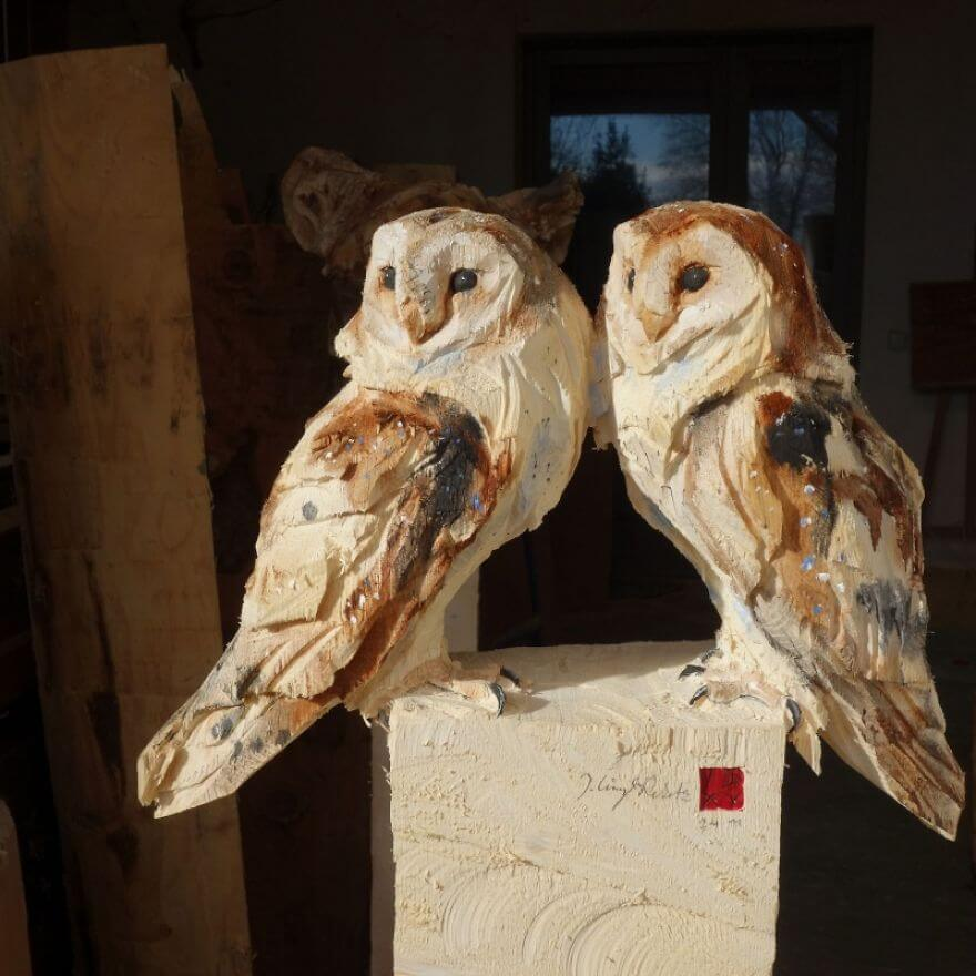 Jürgen Lingl-Rebetez lifelike wooden animals sculpted with a chainsaw