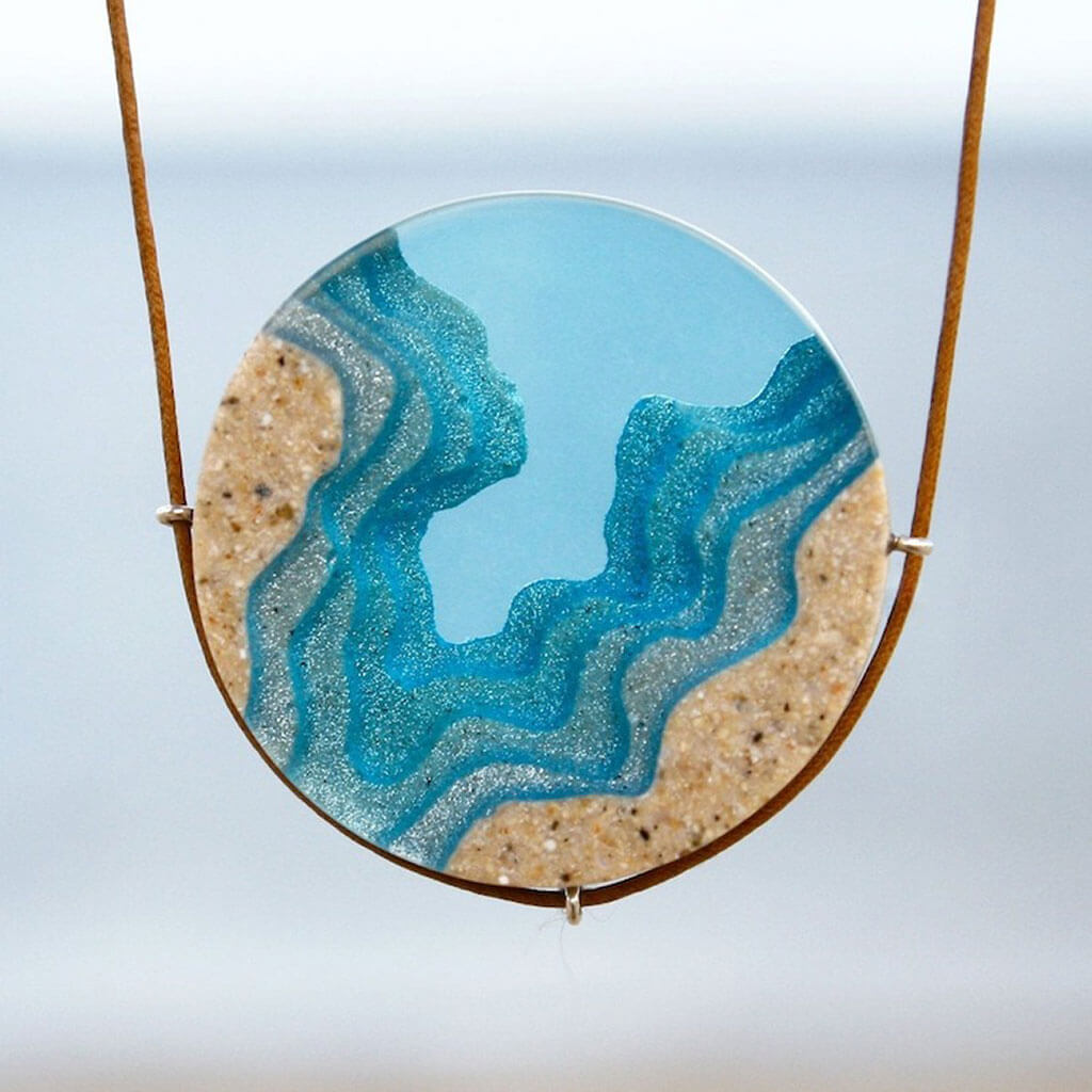 Coastal necklace made of sand and resin