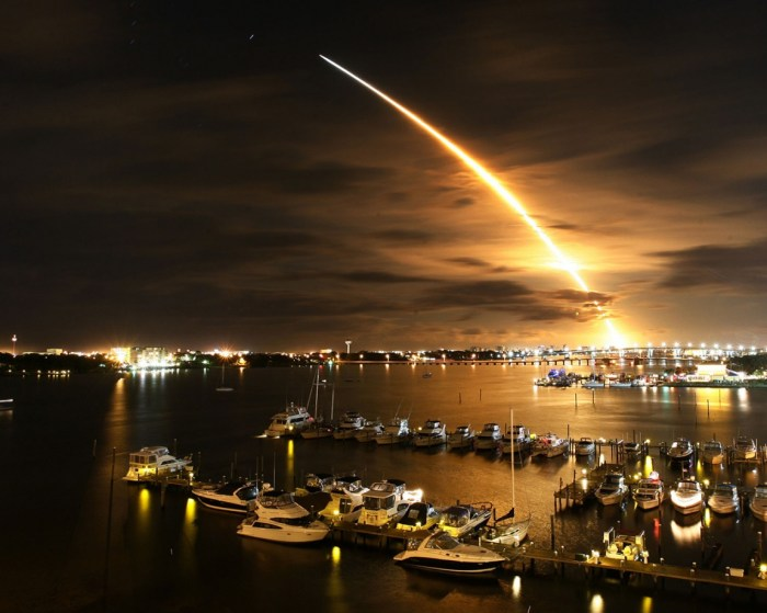 rocket-launch-night-wallpapers_10038_1152x864