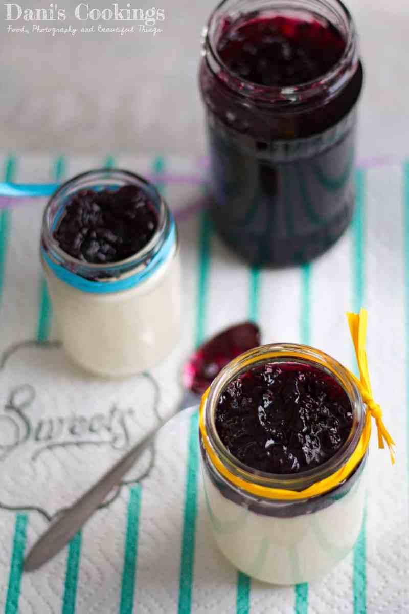 [:en]Honey Lemon Panna Cotta with Blueberry Jam[:bg]Пана кота с мед, лимон и сладко от боровинки[:]