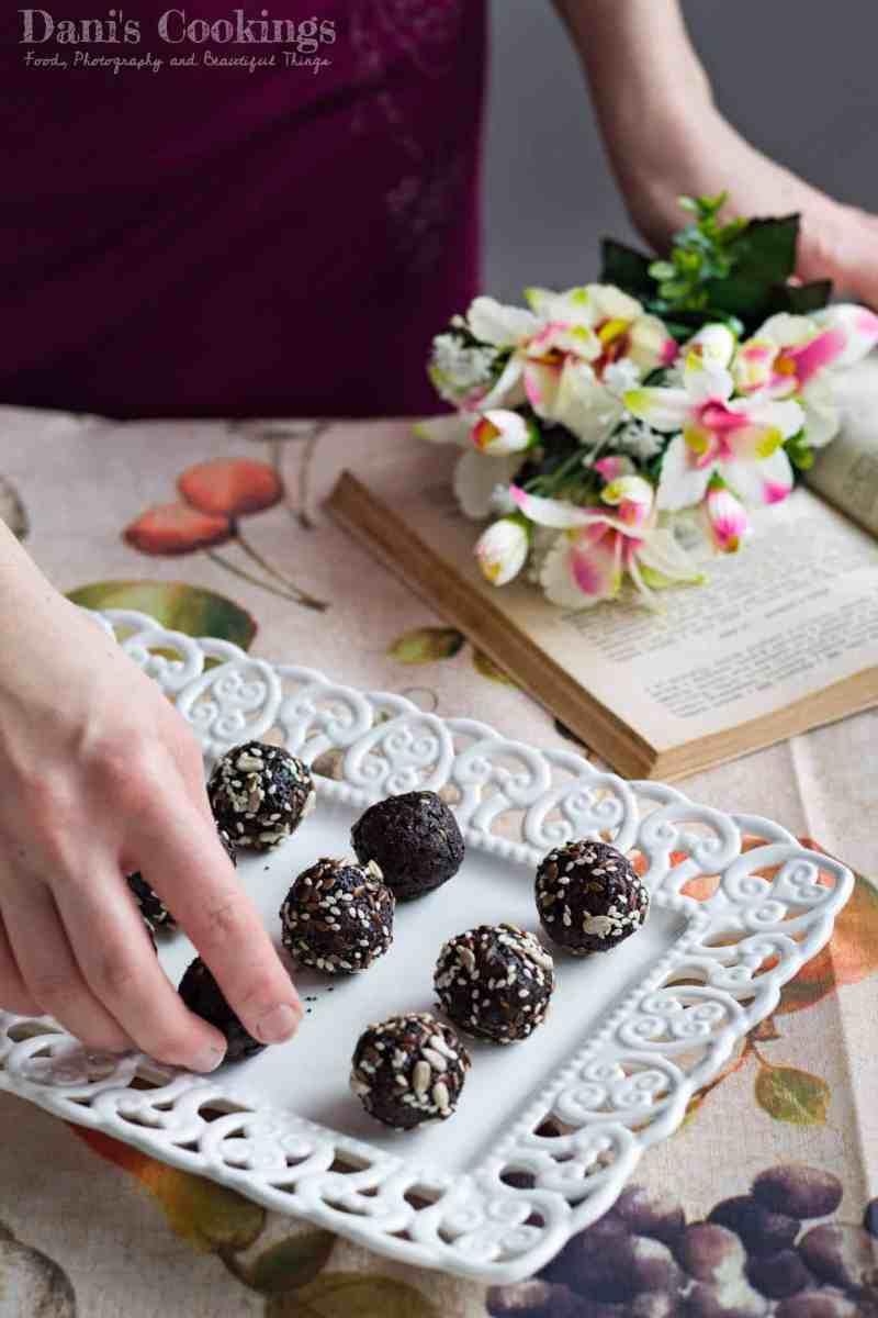 Prune Cocoa Energy Balls