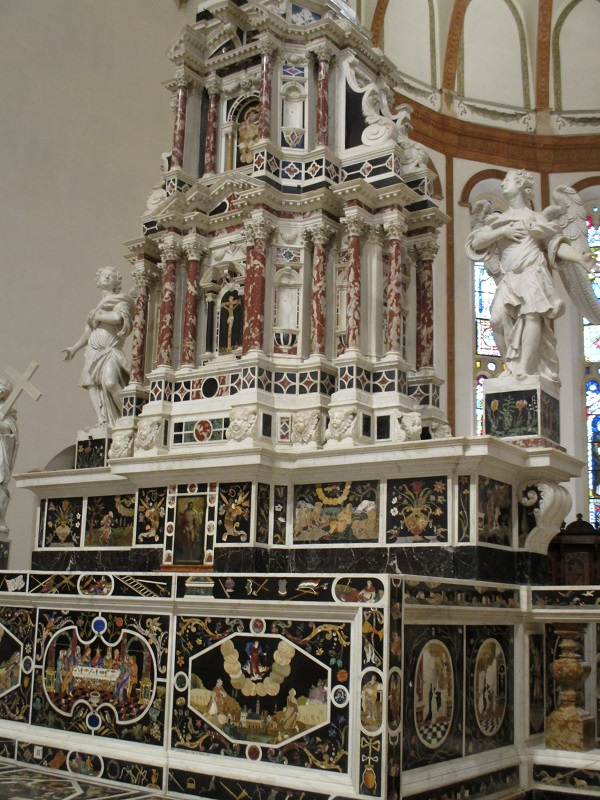 The altar of the Santa Croce church, Vicenza