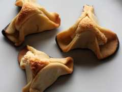 Napoleonshatte - Napoleon's hat - a classic Danish shortbread cake shaped like a triangular hat filled with marzipan - find the recipe at danishthings.com © Christel Danish Thing
