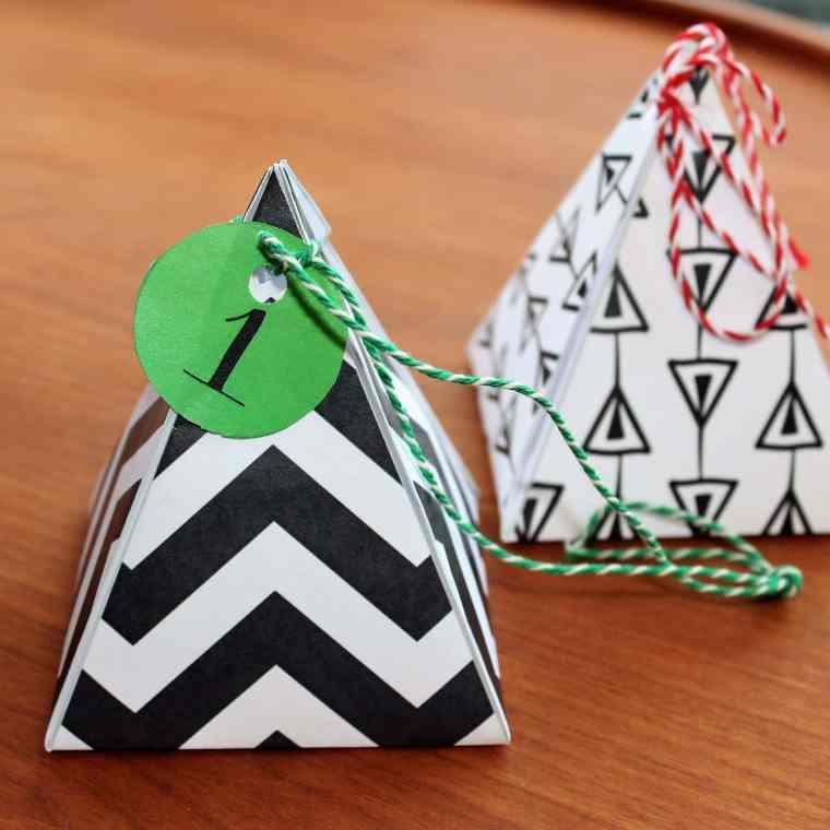 Lav dine egne gaveæsker - sort-hvide pyramideæsker 2 størrelser - find inspiration og print på danishthings.com © Christel Danish Things