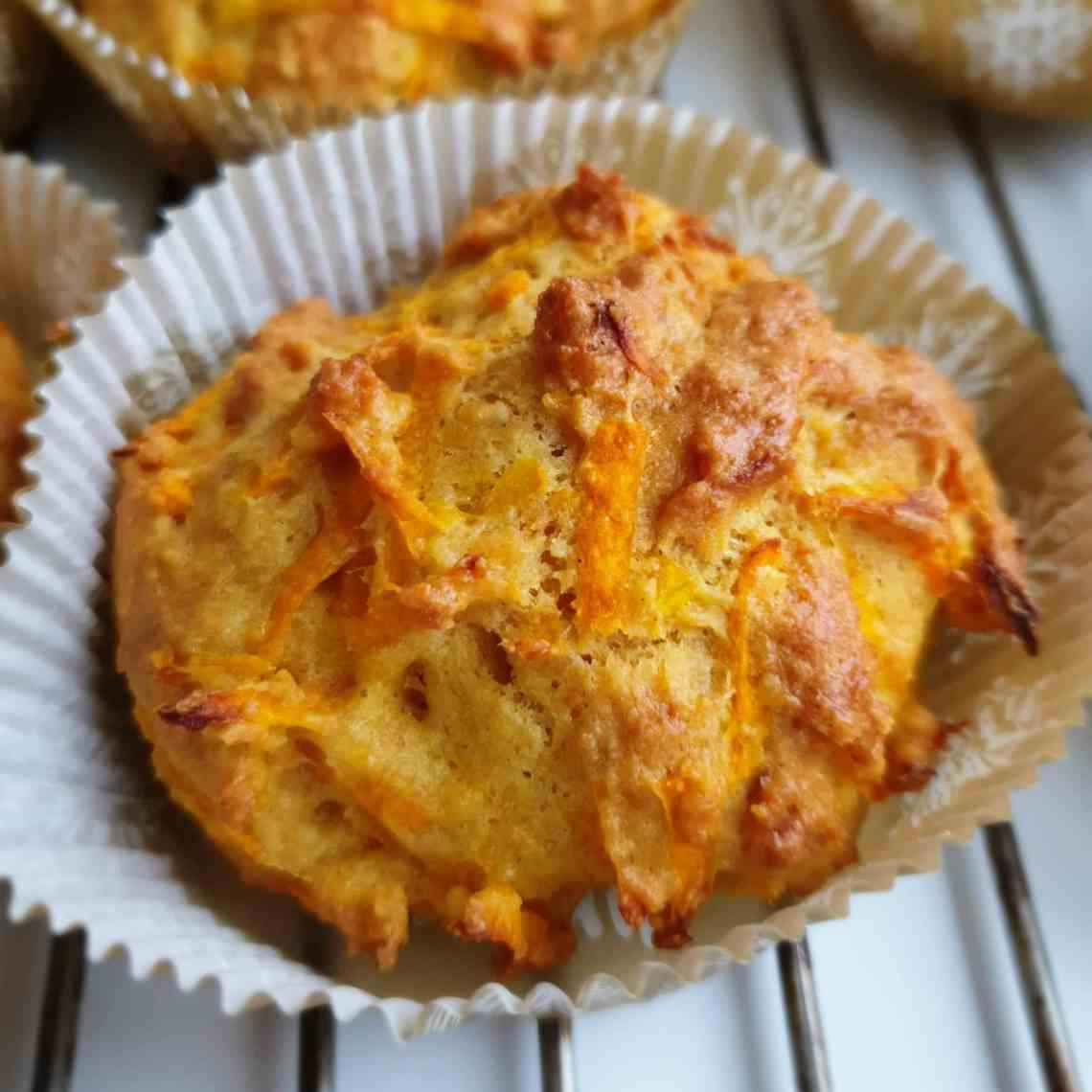 Savoury pumpkin muffins – a fast and easy muffin recipe. Use your pumpkin muffins as an easy breakfast or alongside a bowl of soup. Find recipes, free prints, and inspiration at danishthings.com