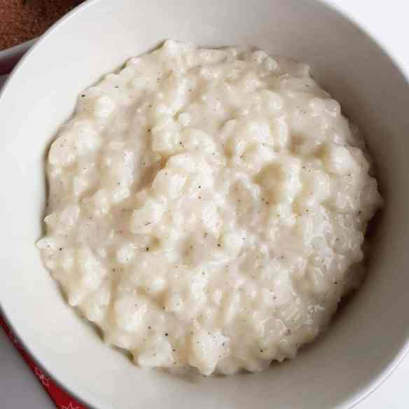Rice porridge - how to make Danish rice porridge easily in the microwave. Make a delicious rice porridge, eat it for breakfast or dinner, or use it in rice puddings or rice pancakes. Find recipes, free print, and inspiration @ danishthings.com