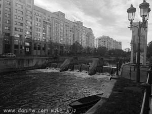 5080 שחור לבן, מנורות, בתים, רומניה