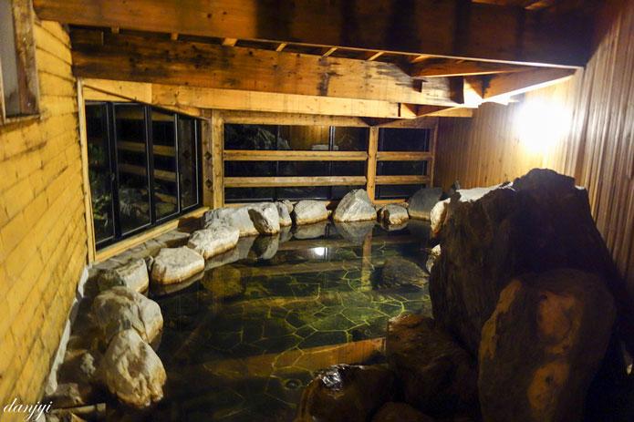 岩内温泉おかえりなさいの地下岩風呂